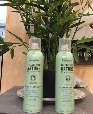 2 Shampooings secs , un pour les cheveux clairs et un pour les cheveux foncés ,composés tous 2 d'avoine bio et à l'argile verte , sans résidus.
